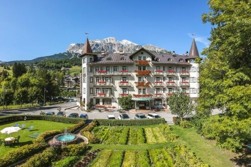 "../../holiday-hotels/?HolidayID=139&HotelID=176&HolidayName=Italy-Cortina+%2D+Heart+of+the+Dolomites+-&HotelName=Hotel+Franceschi+Park"">Hotel Franceschi Park"